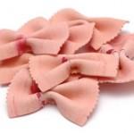 Erdbeernudeln im Nudelsalat mit Schafskäse