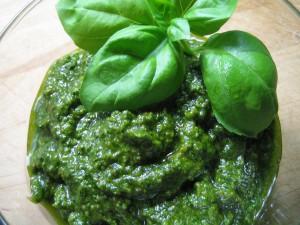 4330659547 Abf85e8c07 B-300x225 in Pesto selber machen: Köstliche Rezepte