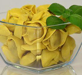Sommerliche Käse-Tortellini in Gemüse-Alfredo-Soße